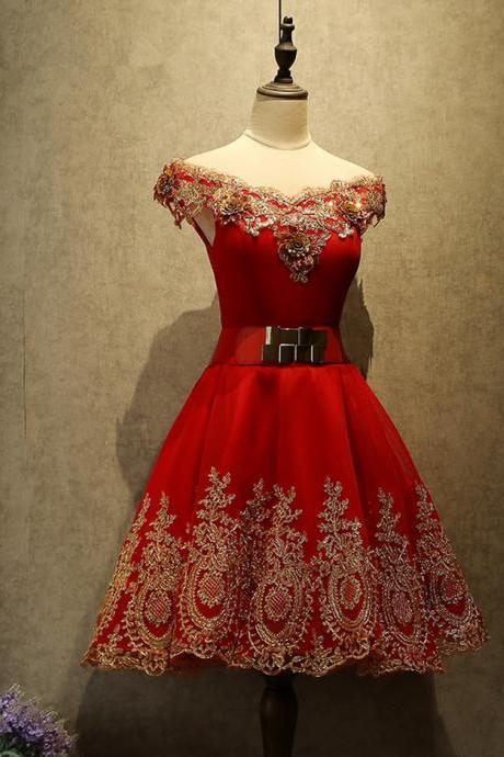 Red Short A-Line V-Neck Junior Appliques Lace Cute Formal Homecoming Dresses